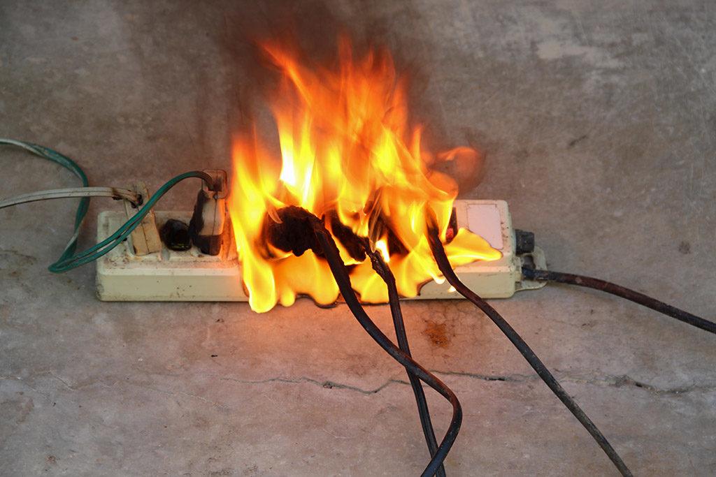 https://kgo66.ru/images/images/2020/01/Prevent-electrical-fires_d68f4.jpg